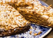 Apfelkuchen mit Mandeln - die Besonderheit: ein Rotkornweizenteig