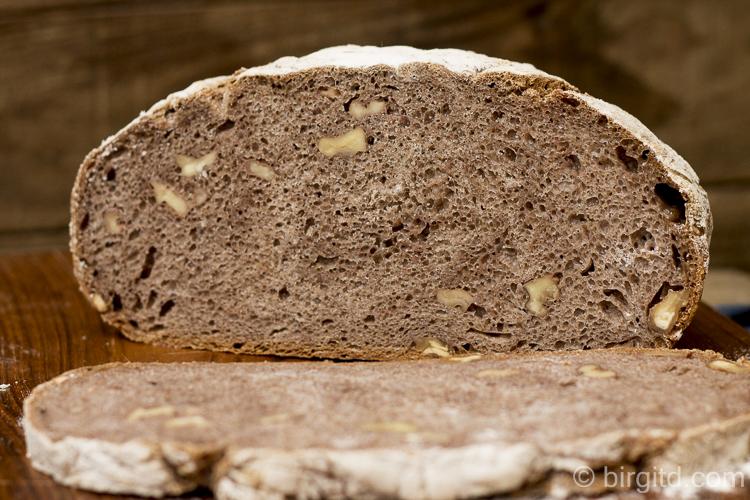La Miche - französisches Landbrot im Topf gebacken - im Anschnitt