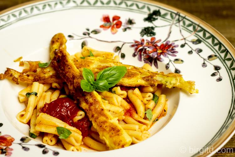 Casarecce mit karamellisierten Tomaten und Spargel-Piccata