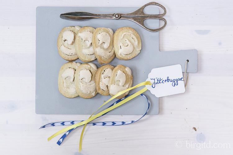 Jitterbuggare - traditionelle schwedische Mürbeteigplätzchen mit Baiser - Jitterbuggare - klassisk mördegskaka med marängfyllning