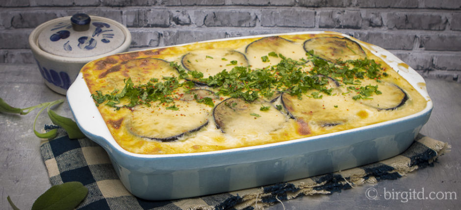 Moussaka - griechischer Auberginenauflauf mit Hackfleisch und Kartoffeln