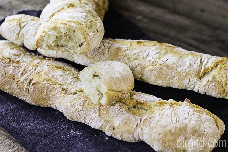Rustikale. französische Baguettes - herrlich knusprig mit einer lockeren Krume