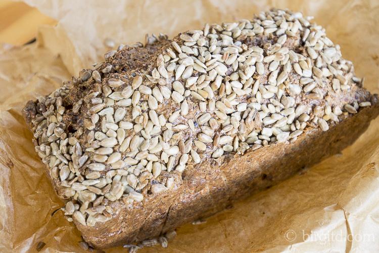 Low-Carb-Brot mit Nüssen & Samen