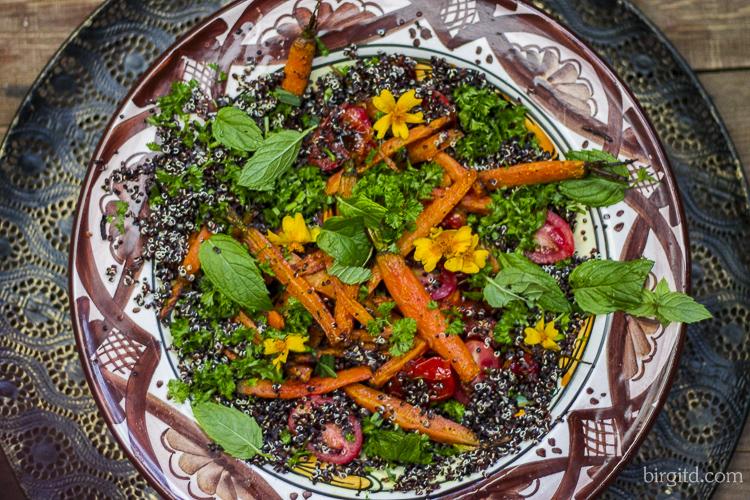 Geröstete Möhren, Tomaten und Quinoa aus dem Ofen