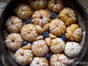 Halbierte Mandarinen in der Springform