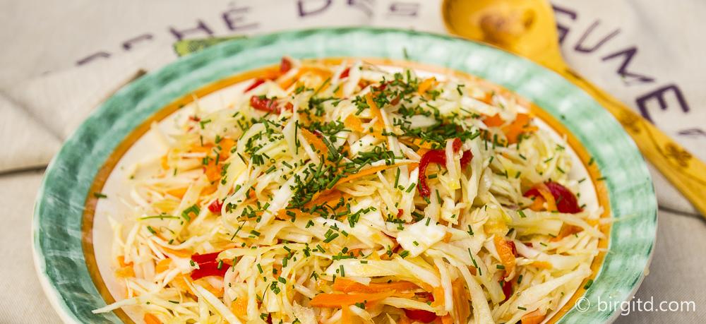Weißkohlsalat mit Möhren aus Babuschkas Rezeptbüchlein