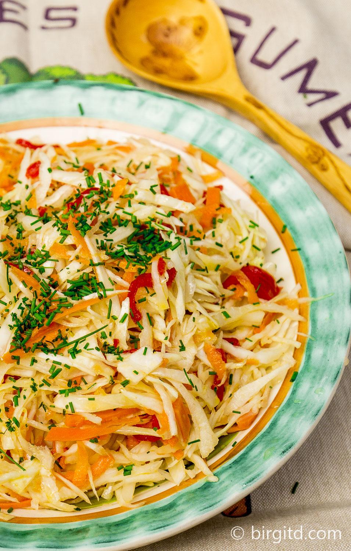 Babuschkas Weißkohlsalat mit Möhren