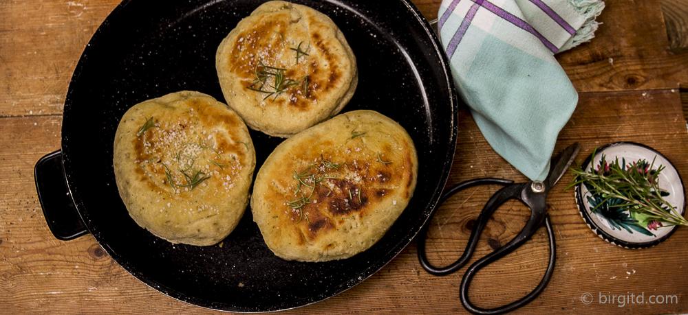 Pfannen-Pita mit Rosmarin – Brote aus aller Welt