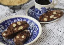 Cantuccini mit Amarenakirschen, Mandeln und Schokolade