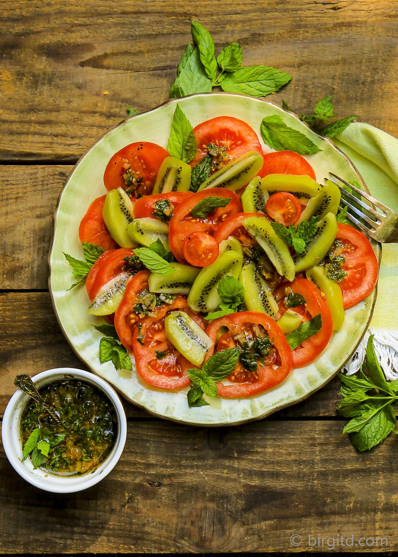 Tomaten-Kiwi-Salat mit Minze